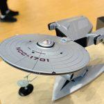 Lenovo Toont Computer Met Schaalmodel Van USS Enterprise Uit Star Trek